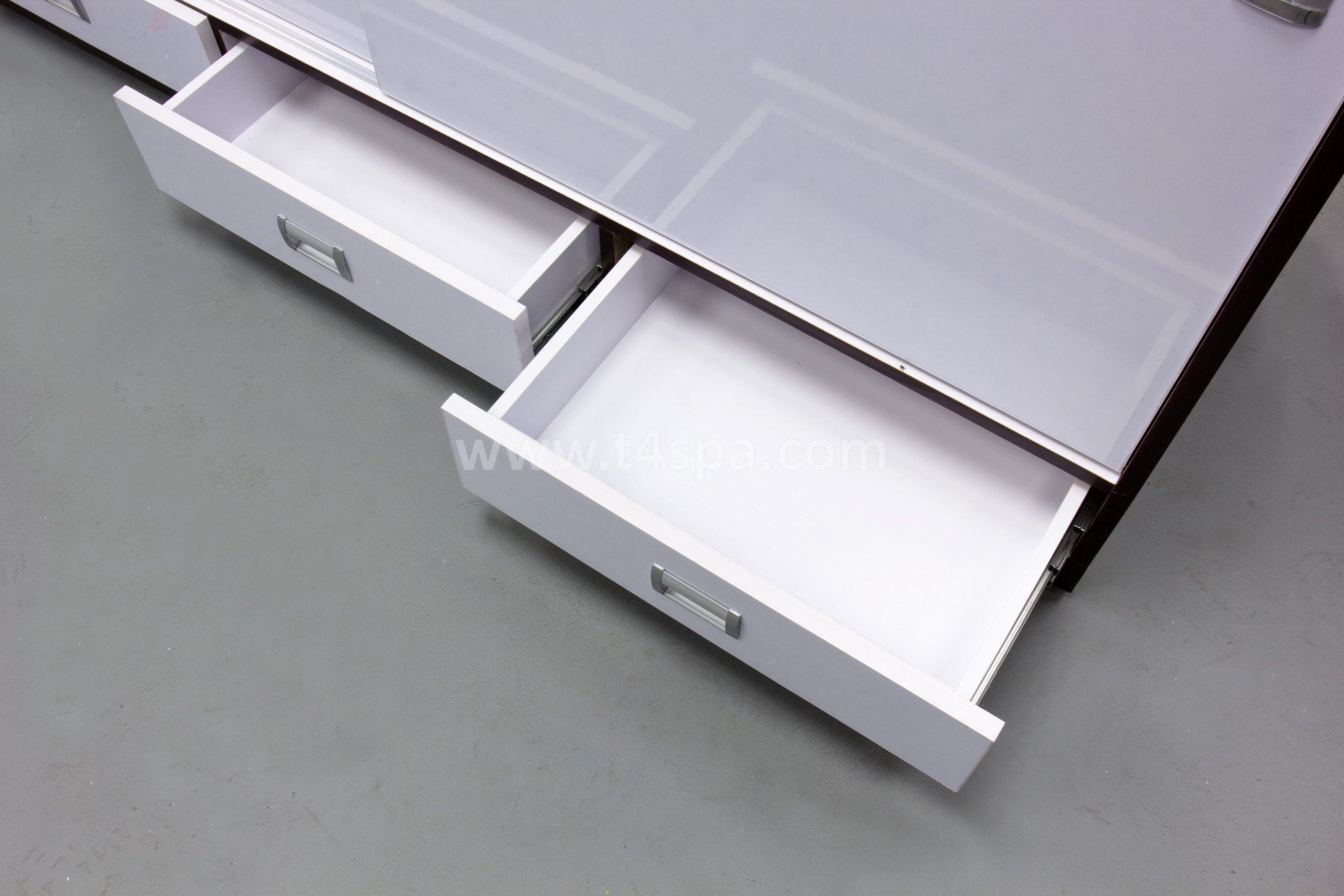 TD-357 Reception Glossy White + Dark Wood Detail (3)